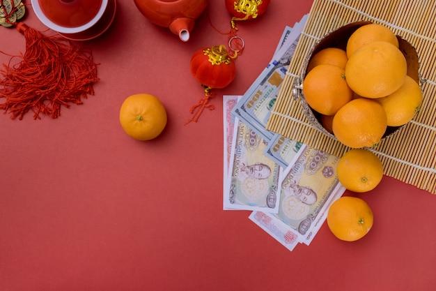 Overhead of money vietnamesisch dong neujahrsdekoration festivaldekoration des vietnamesischen neujahrsfestes