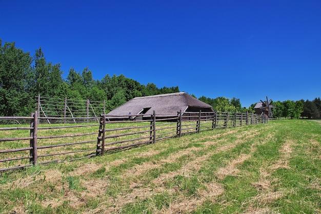 Ozertso village im belarussischen land