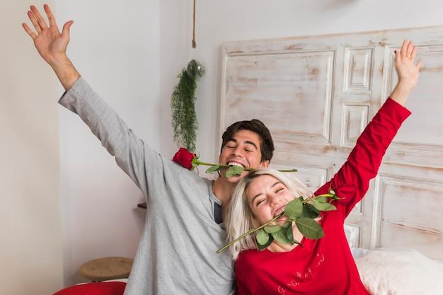 Paar am valentinstag morgen