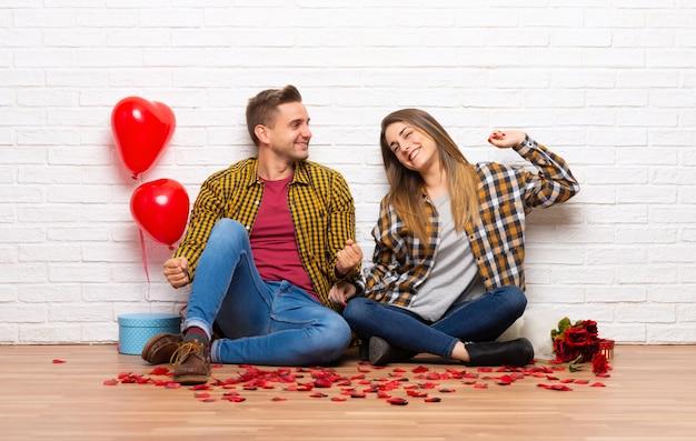 Paar am valentinstag zuhause genießen das tanzen beim hören von musik an einer party