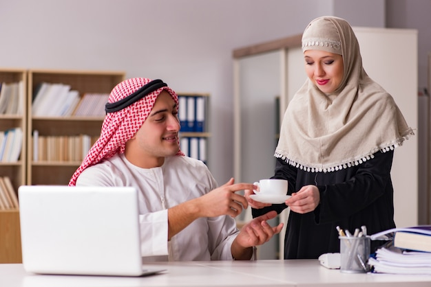 Paar arabischer mann und frau