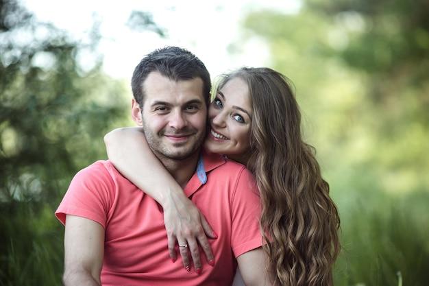 Paar auf einem picknick