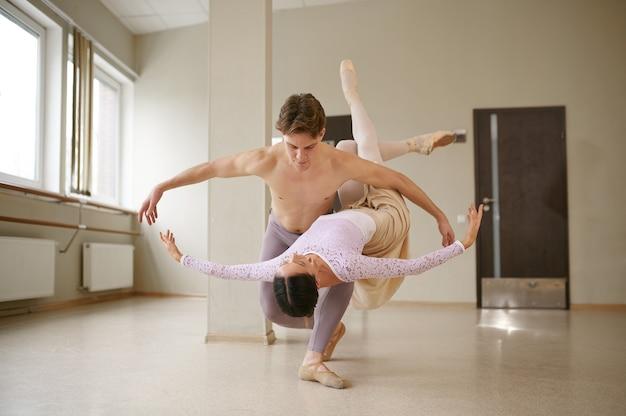 Paar balletttänzer in aktion