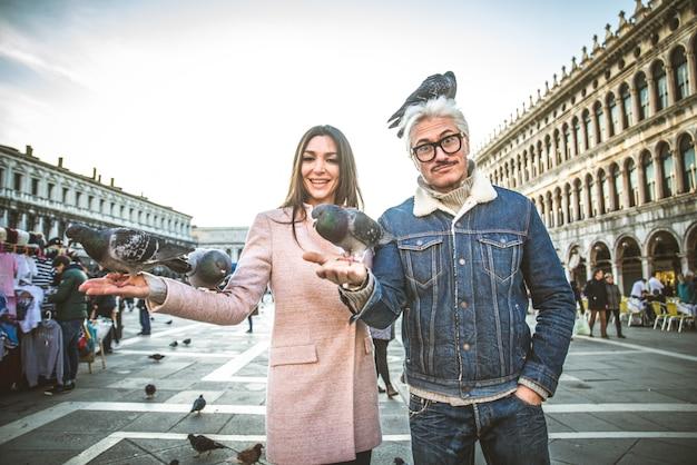 Paar besucht markusplatz, venedig