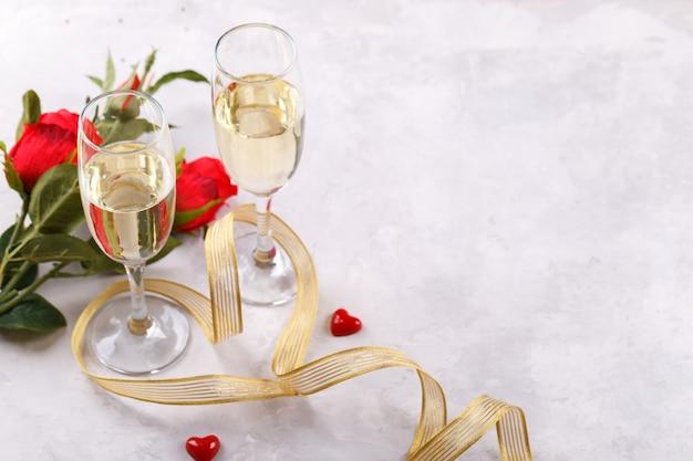 Paar champagnergläser