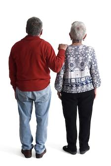 Paar, das zurück zum horizont schaut