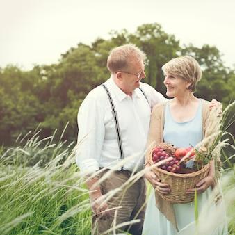 Paar-ehefrau-ehemann-datierungs-entspannungs-liebes-konzept
