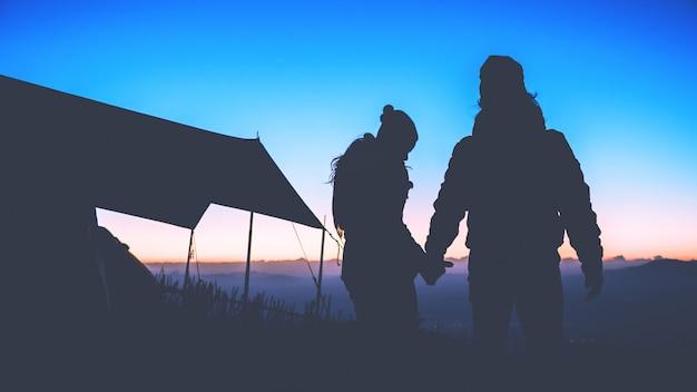 Paar gehen zu reisen