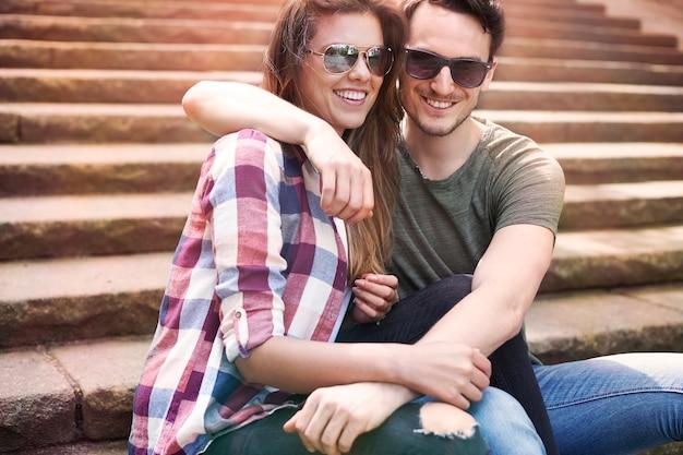 Paar genießen in der stadt