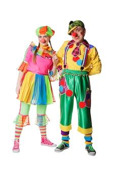 Paar glückliche clowns. isoliert auf weiss