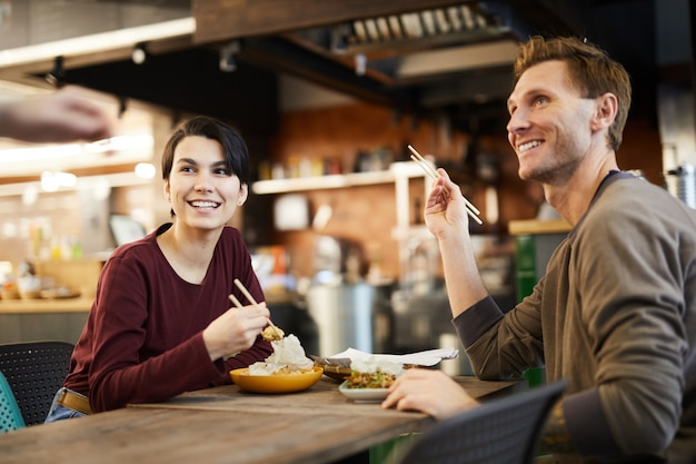 Paar im chinesischen restaurant