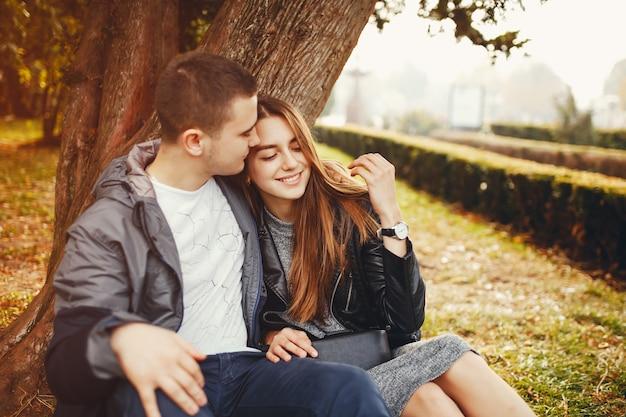 Paar im herbst park