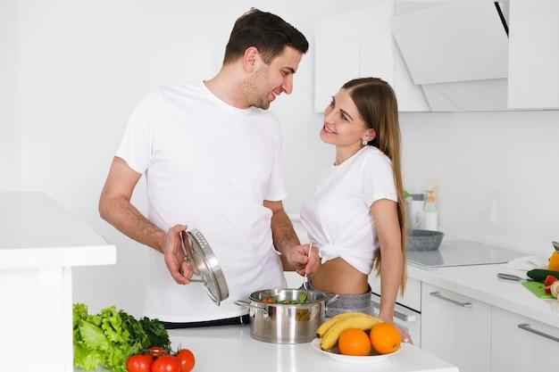 Paar kochzeit