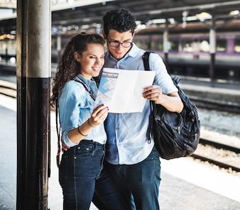 Paar-Liebhaber-Reise-Zug-Wanderer-Konzept