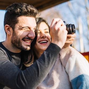 Paar macht ein Foto