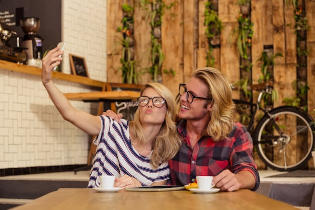 Paar macht ein selfie