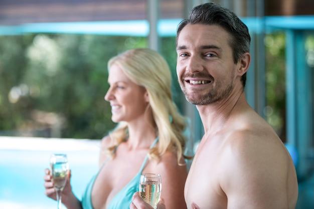 Paar mit champagner
