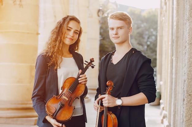 Paar mit violoncello