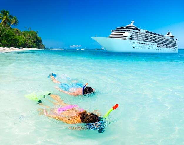 Paar schnorcheln aktivität ocean cruise concept