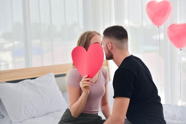 Paar süße liebe leben im schlafzimmer glück in liebe valentinstag konzept