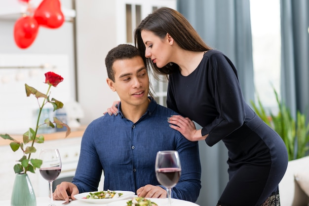 Paar verbringen zeit zusammen am valentinstag
