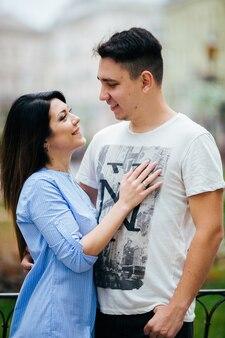 Paar viel spaß in der stadt. lviv