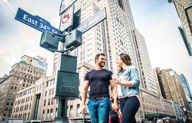 Paar zu fuß in new york