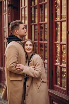Paar zusammen am valentinstag