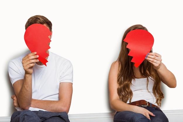 Paare, die defektes herz halten