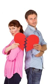 Paare, die ein defektes herz halten