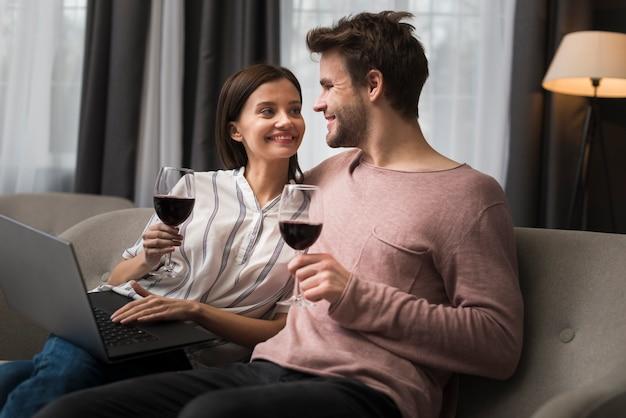 Paare, die einen weichheitsmoment haben