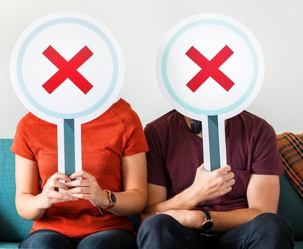 Paare, die kein symbolzeichen zeigen