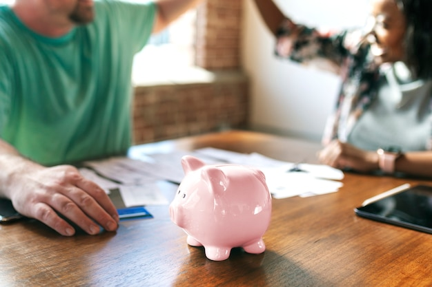 Paare, die über ihre finanziellen probleme sprechen