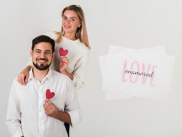 Paare, die valentinstag feiern
