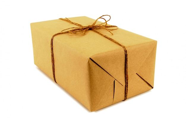 Packpapier-paket mit schnur gebunden