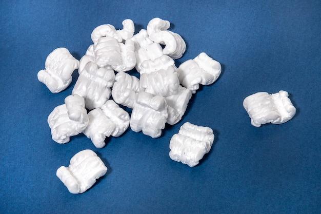Packung aus polystyrol oder weißem styropor