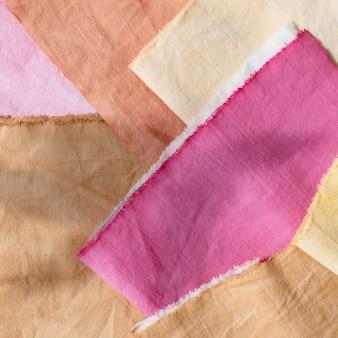 Packung mit natürlichen pigmenten gefärbte tücher