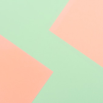 Packung mit zweifarbigen pappbögen