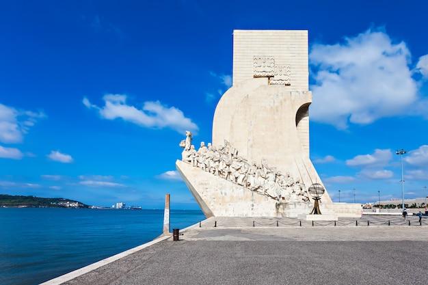 Padrao dos descobrimentos (denkmal der entdeckungen) ist ein denkmal am ufer des tejo in lissabon, portugal