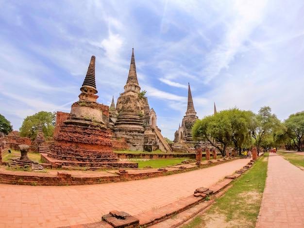Pagode bei wat phra si sanphet, si ayutthaya phra nakhon, thailand. schön von der historischen stadt am buddhismustempel.