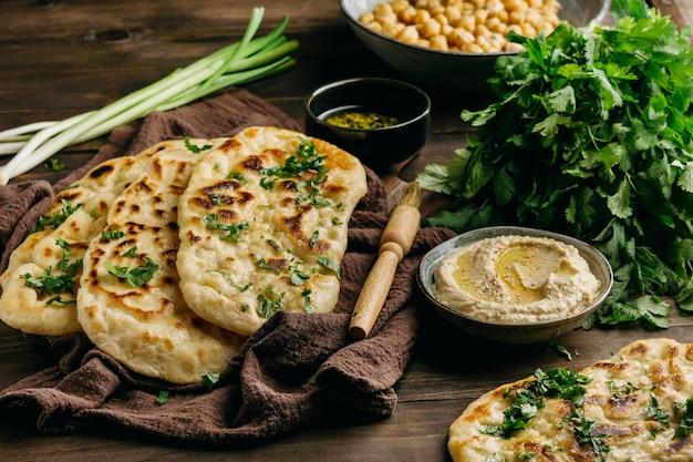 Pakistanischer essensarrangement hoher winkel