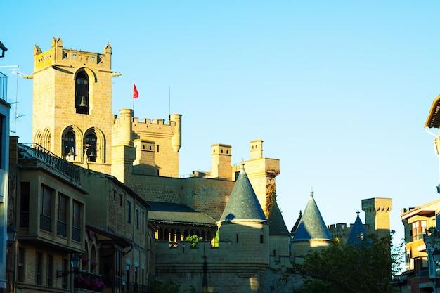 Palacio real de olite im sommerabend