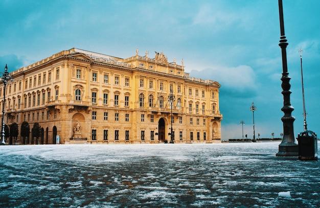 Palast der region in triest, italien