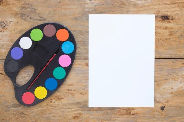 Palette und blankopapier auslegen