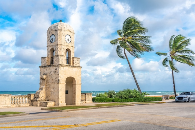 Palm beach worth avenue-glockenturm florida usa