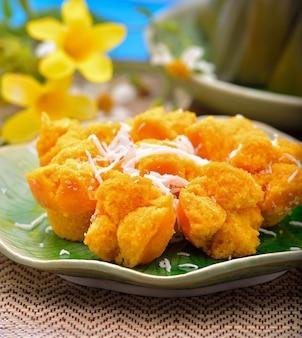 Palm cake mit kokosnuss thai dessert