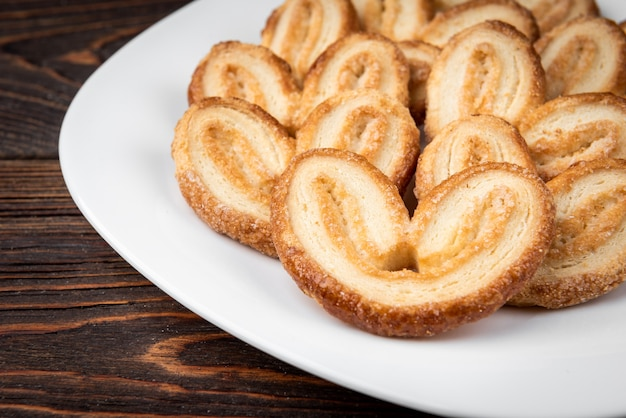 Palmier kekse auf teller