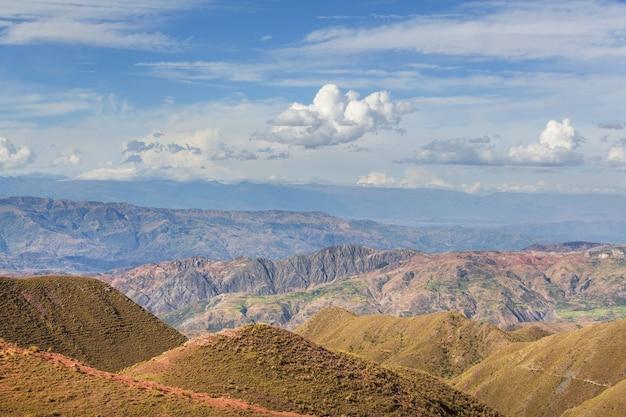 Pampa-landschaften in cordillera de los andes, peru, südamerika