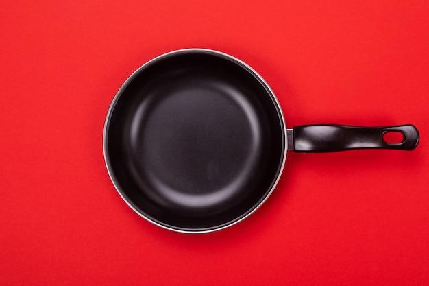 Pan isoliert auf rot
