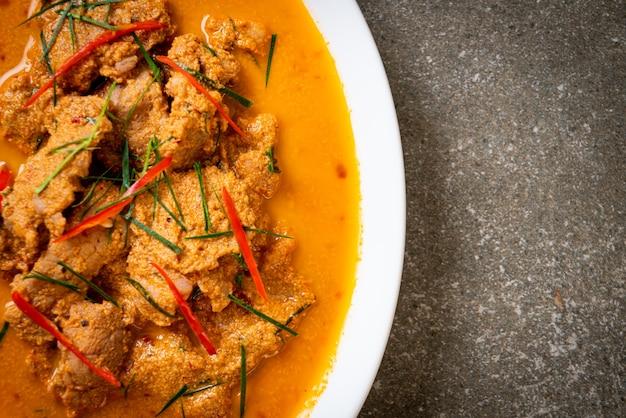 Panang-curry des thailändischen mahlzeitensatzes mit schweinefleisch, thailändische essensart